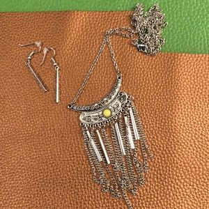 Jewelry - Long silver necklace with yellow bead
